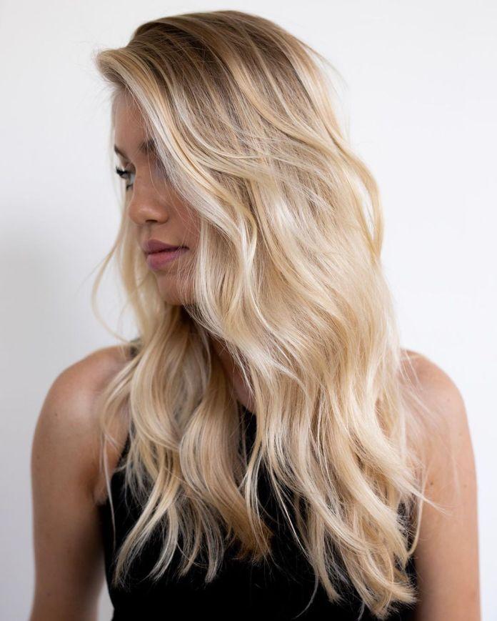 Cheveux blonds champagne romantique