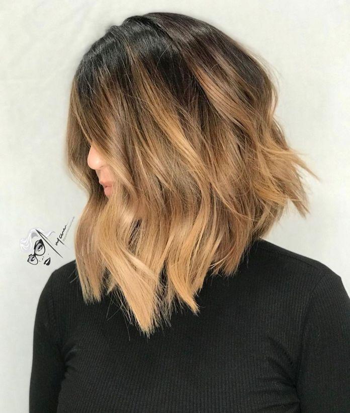 Coupe de cheveux A-Line avec des vagues