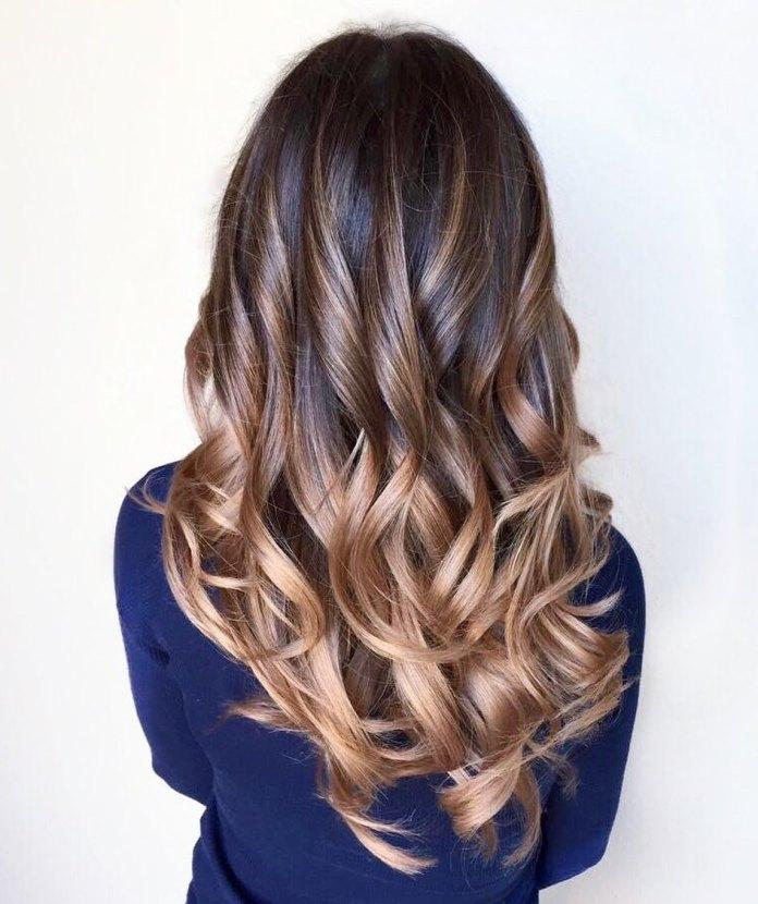 Cheveux longs de balayage avec effet ombré