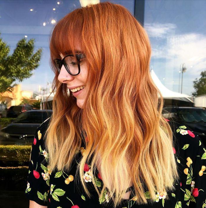Cheveux roux avec ombre blonde