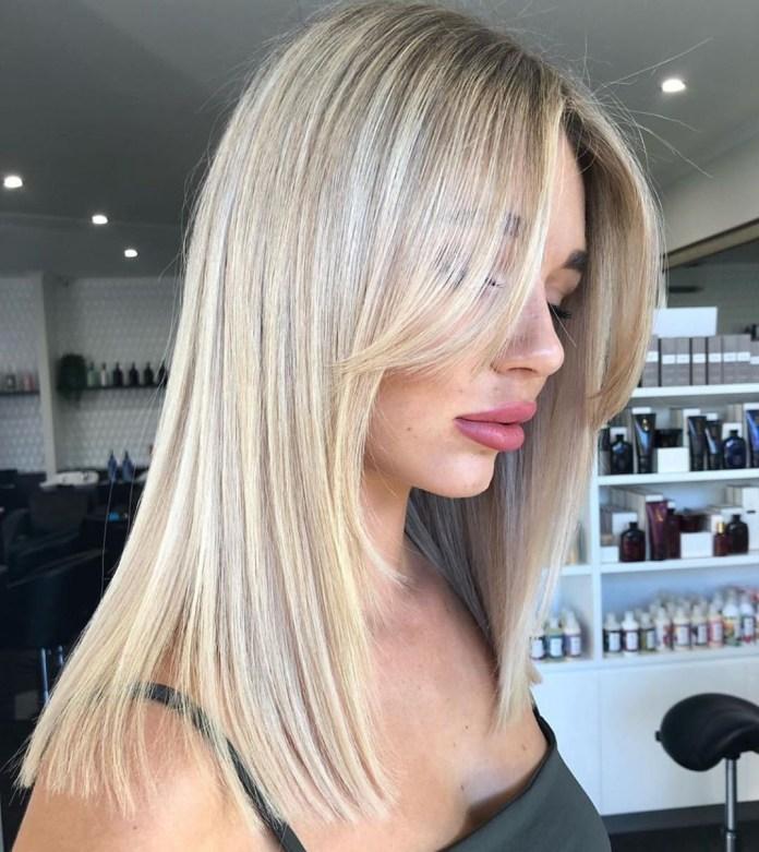 Cheveux longs avec de longues franges latérales