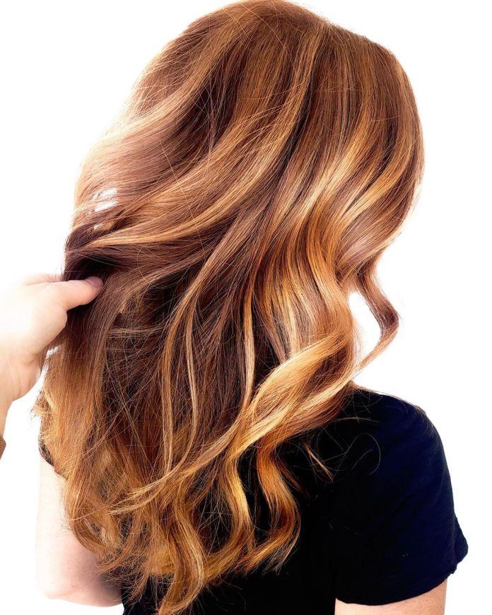 Mèches blond fraise pour cheveux châtain clair