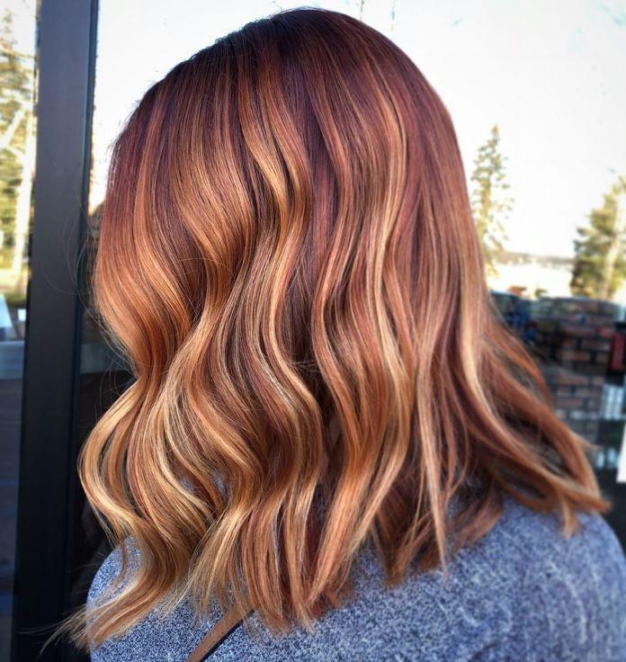 Idée de couleur de cheveux blonde fraise pour les brunes