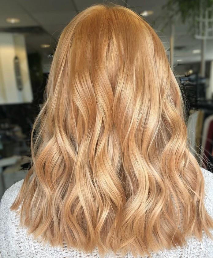 Dusty Strawberry Blonde avec des reflets platine
