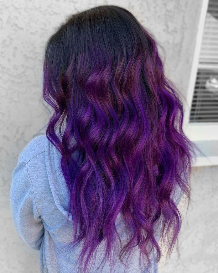 Balayage violet pour cheveux noirs