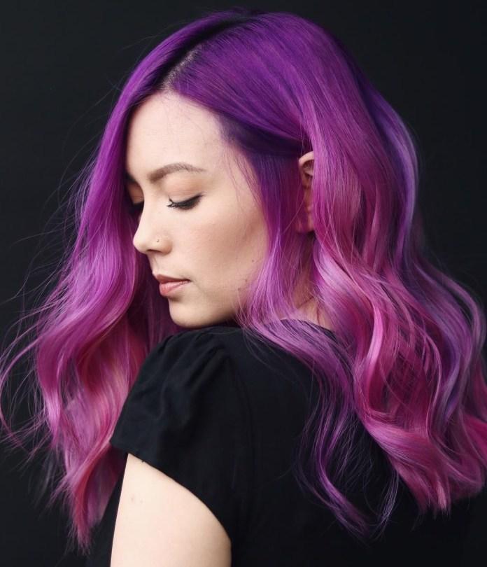 Couleur de cheveux rose violet vif