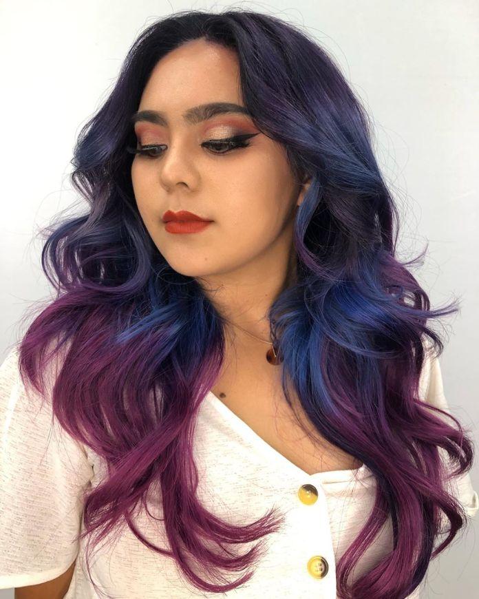 Balayage bleu et violet pour cheveux noirs