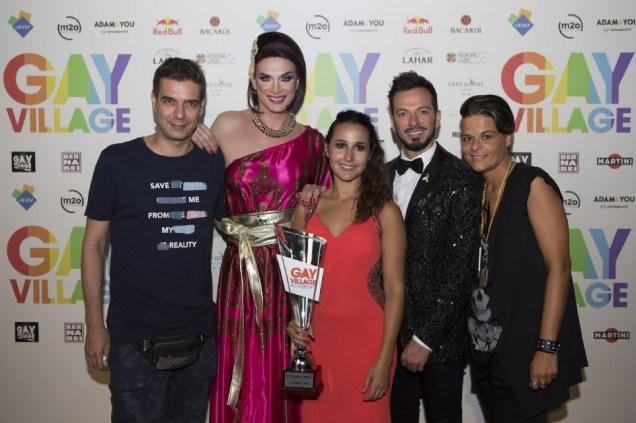 Gay Village RID - I conduttori e la produzione di Gay Village Academy, con la vincitrice