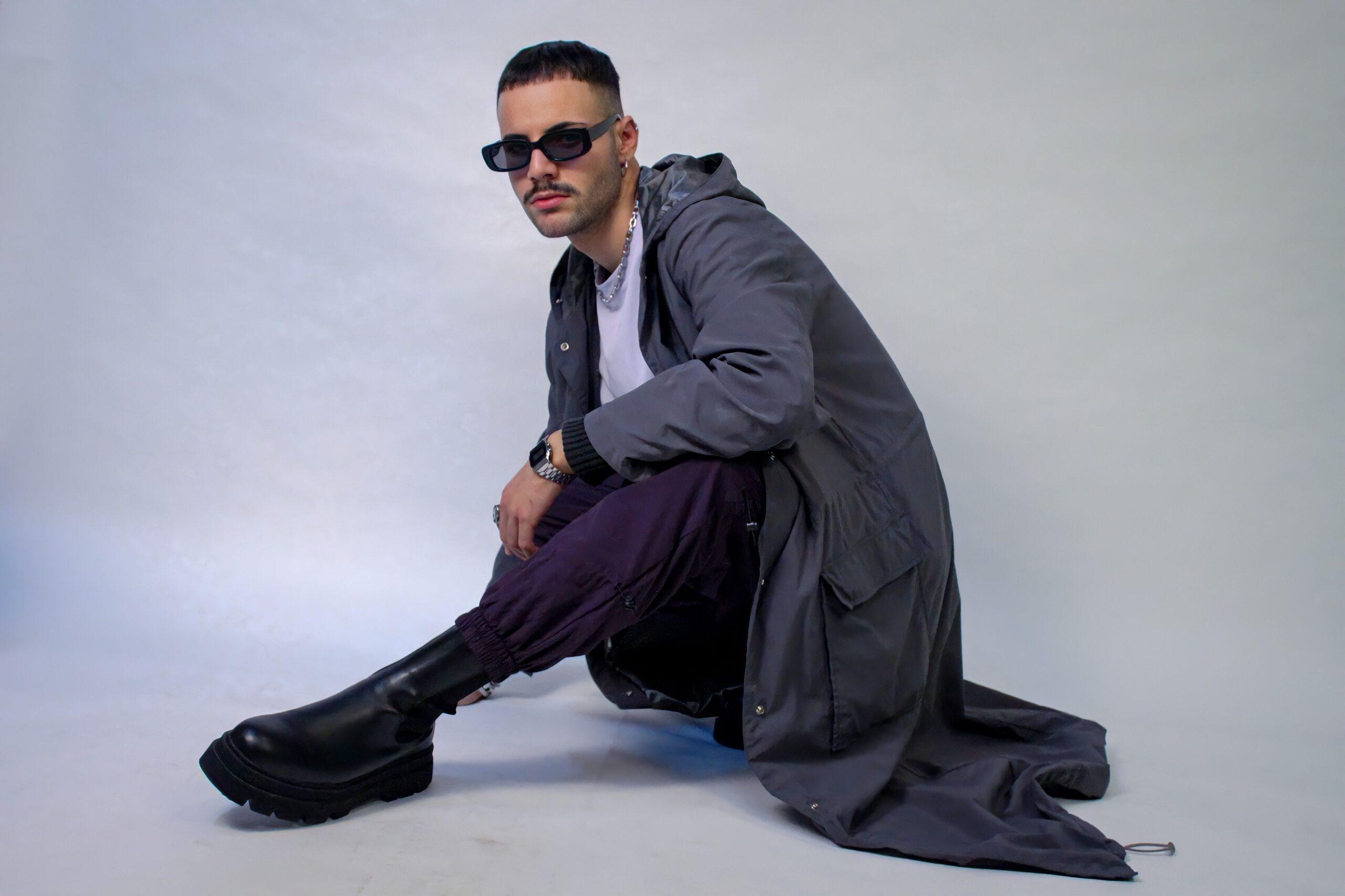 """""""Il Sole alle finestre"""" è il nuovo singolo di Raffaele!"""