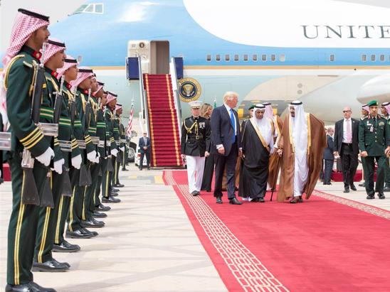 Saudi-Trump-redcarpet