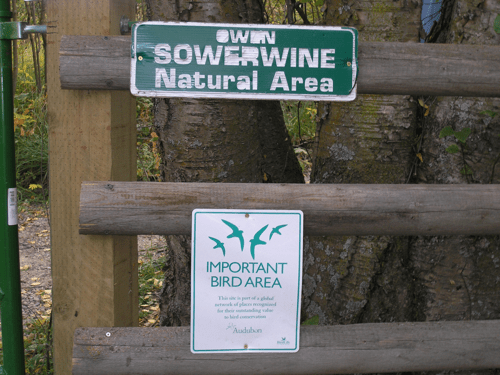 2 gate signs LW