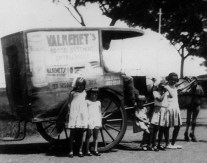 1933 Bandoeng Baker and Bread Delivery