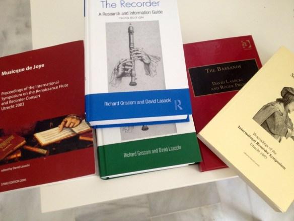 Algunos libros de Lasocki sobre la flauta de pico