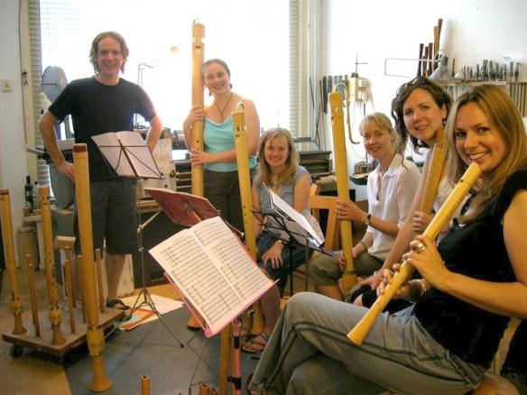 Adrian Brown con el consort de flautas inglés Fontanella