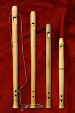 Réplicas de flautas medievales de tres agujeros