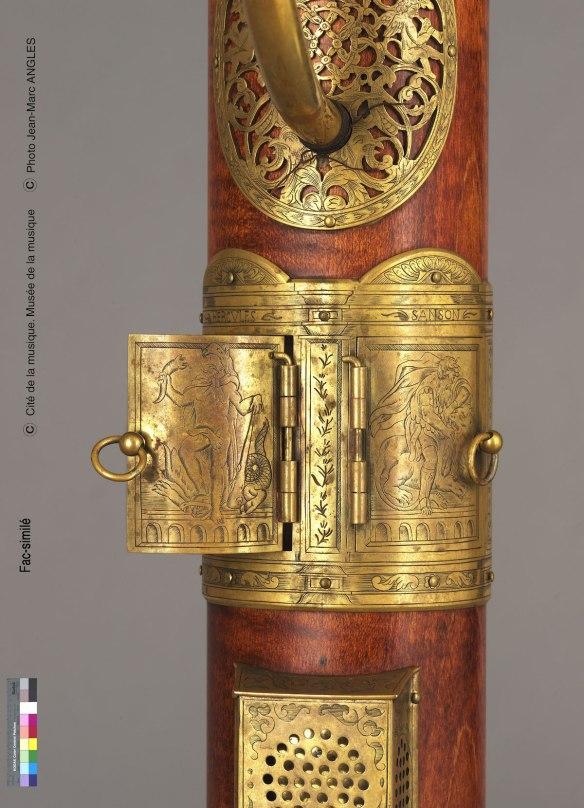 Figura 8: Detalle de la parte posterior de flauta de columna tenor, copia del constructor Henri Gohin © Museo de la Música de París
