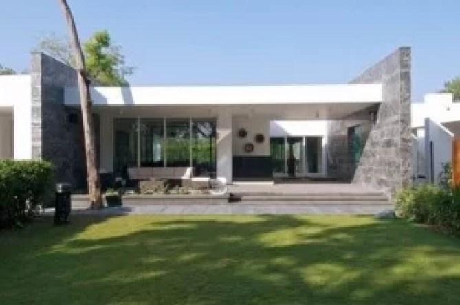 Modern-Teracce-Dinesh-Mills-Bungalow-Showcasing-Modern-Home-Design-by-Atelier