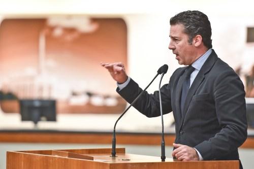 Vereador Valter Nagelstein na tribuna do plenário
