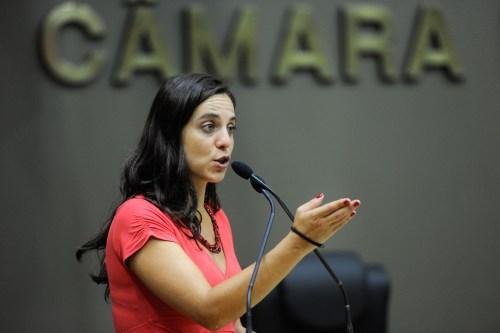 Movimentação de Plenário. Na foto, a vereadora Fernanda Melchionna na tribuna.