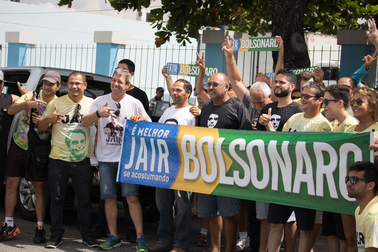 BOLSONARO BUSCA BASE ANTI-IMPEACHMENT