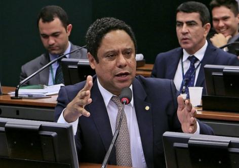 PELA UNIDADE, PCDOB PREPARA RETIRADA DA CANDIDATURA DE MANUELA