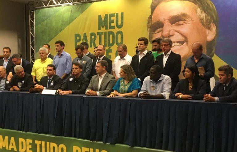 BOLSONARO CONFIRMA ONYX E MAIS DOIS NOMES DO MINISTÉRIO