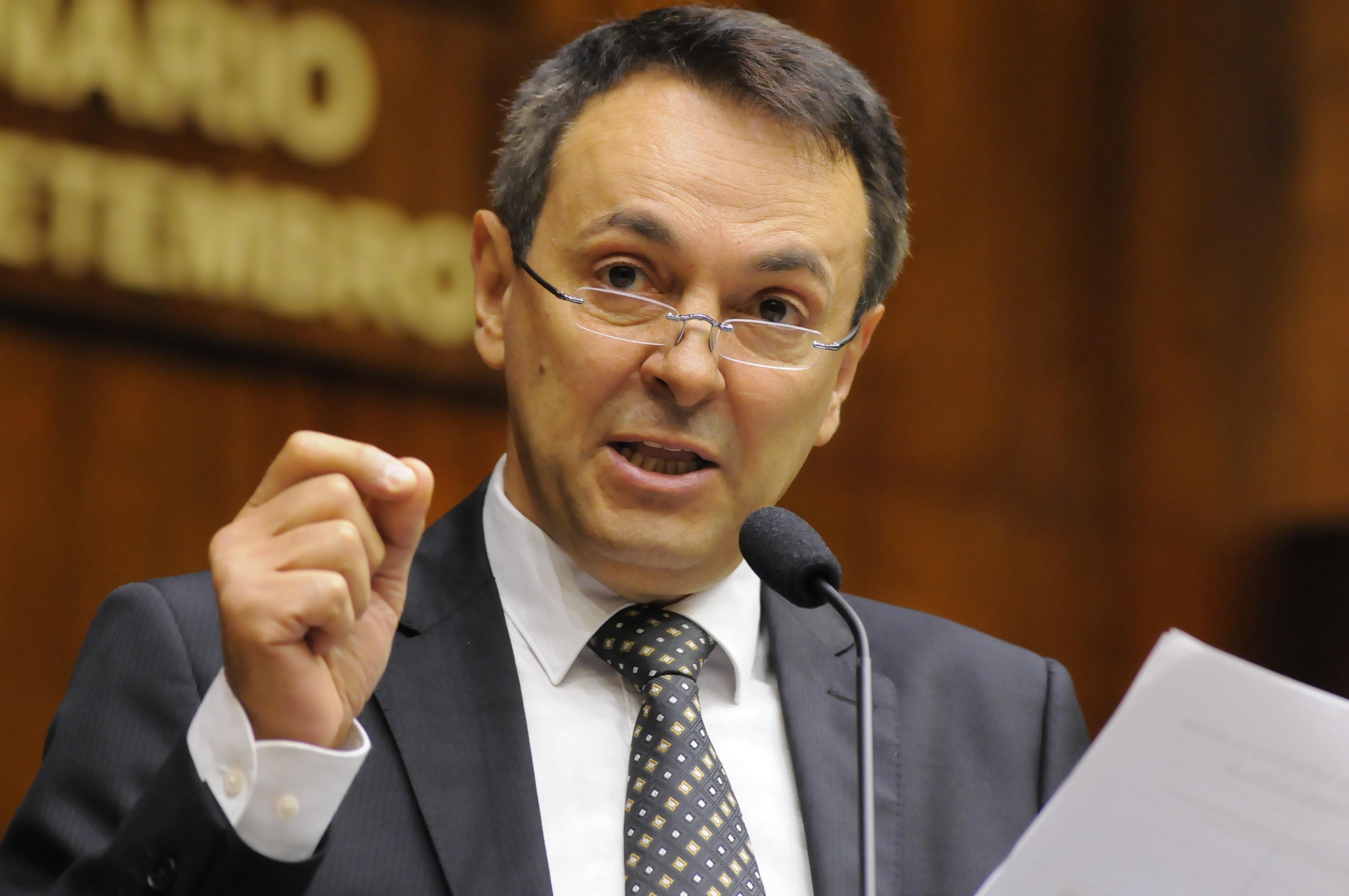 """DEPUTADO ENIO BACCI,DO PDT ANUNCIA APOIO A BOLSONARO: """"ELE NÃO É LADRÃO"""""""