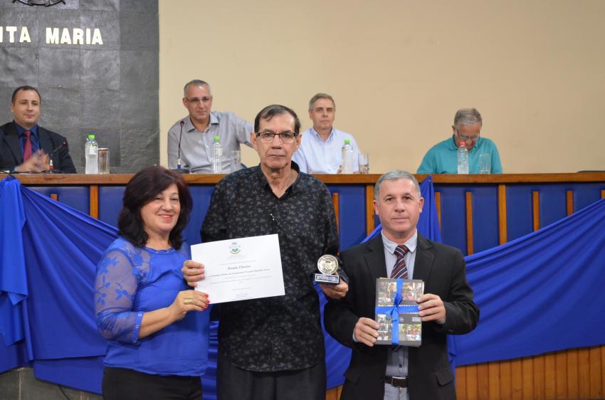 Câmara de Santa Maria dá a Renato Oliveira comenda de jornalista Destaque da cidade