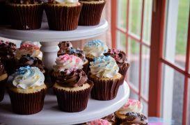 wedding cupcake display - Stephanie Benamor.jpg 2