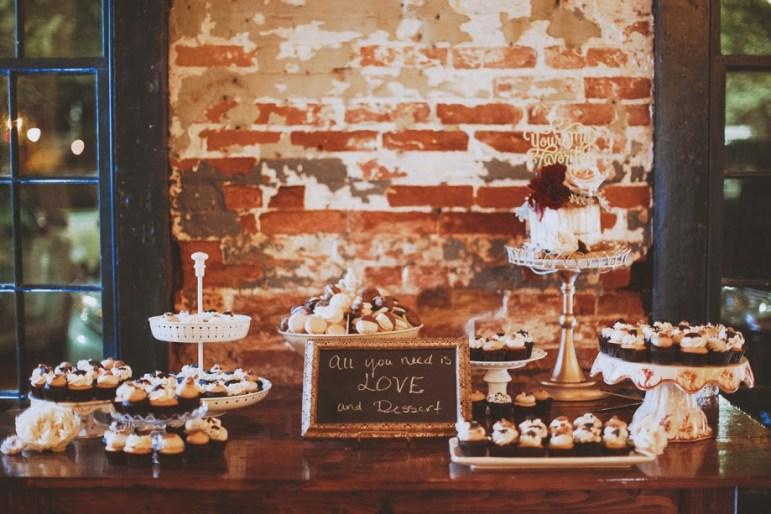 wedding display - cake macarons cupcakes 2