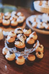 wedding display - cake macarons cupcakes 4