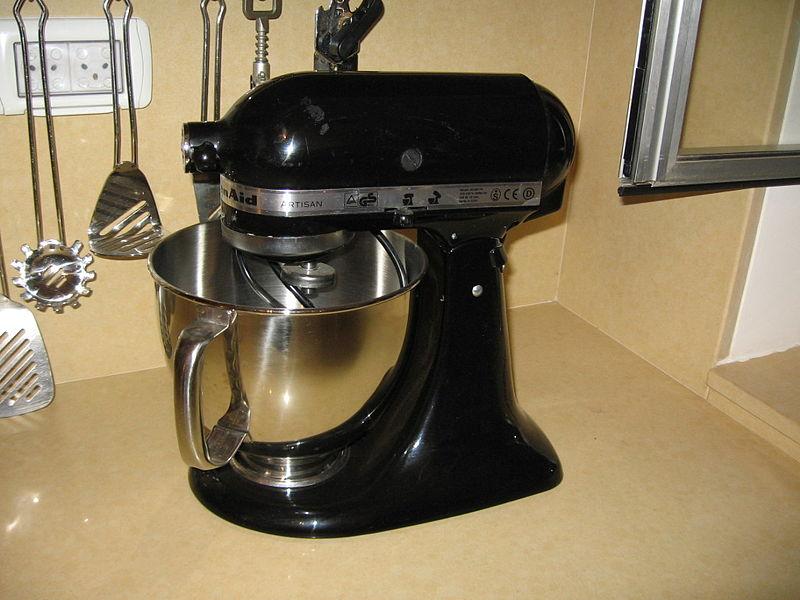 800px-Kitchen_aid_mixer