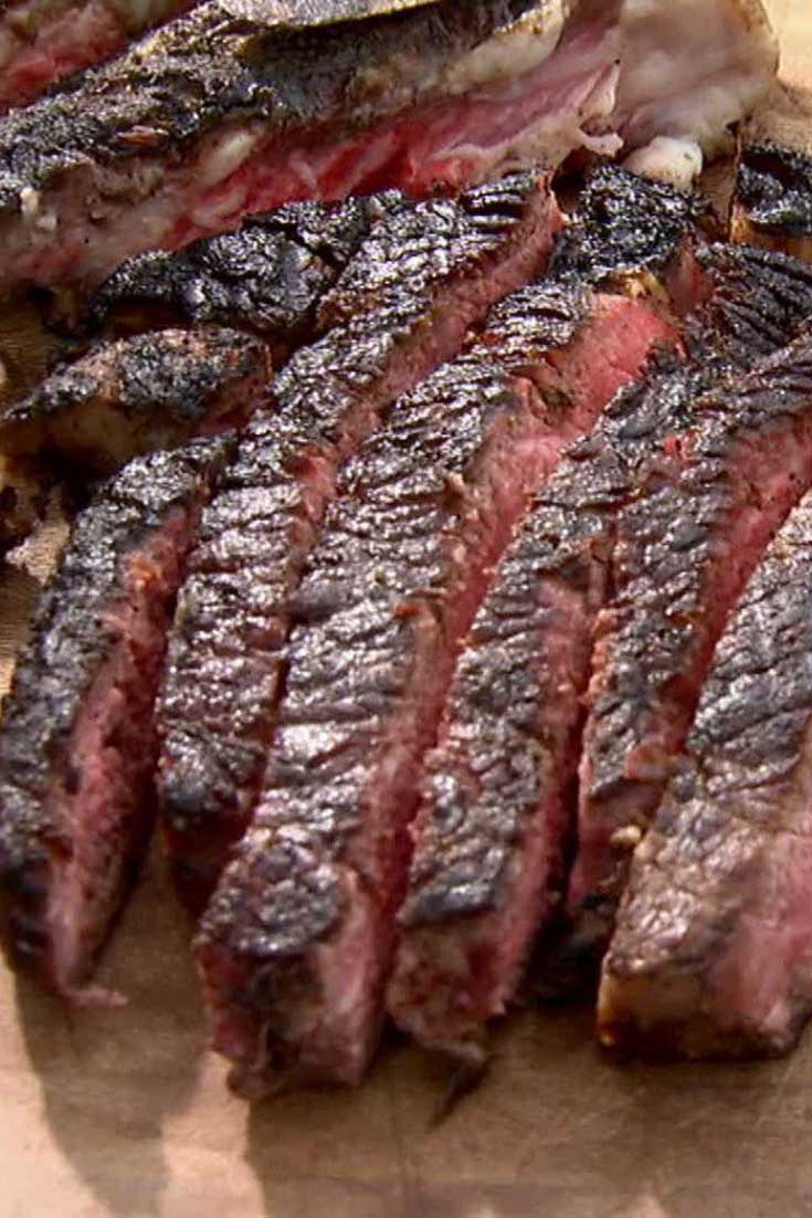 A no-muss, no-fuss recipe for the perfect grilled rib eye steak. #grilledsteak #easygrilling