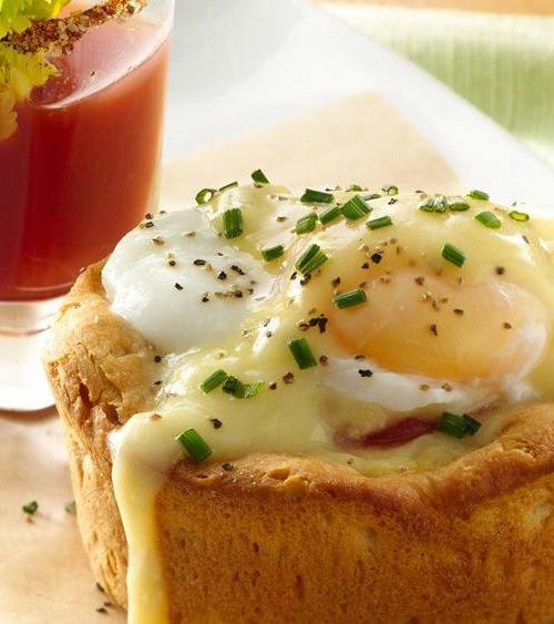 Easter Brunch Eggs Benedict Biscuit Cups