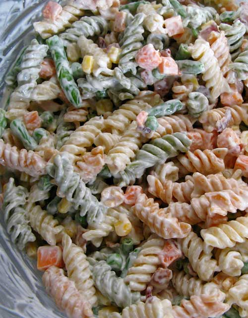 ThisBacon Ranch Pasta Salad recipe is simple and really only a guideline. Feel free to change up the type of pasta used, or substitute different vegetables.
