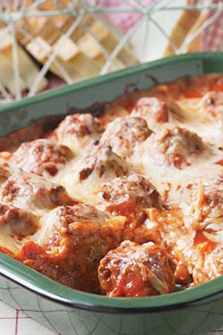 It's so easy to enjoy this classic sub in casserole form! Grab a fork and sink your teeth in to this delectable Meatball Sub Casserole. #meatball #casserole #easyrecipe #dinnerideas