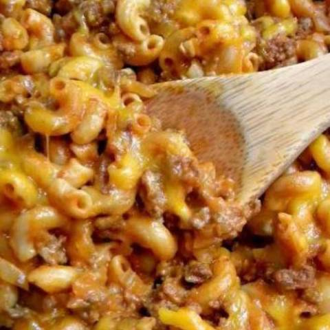 You can never have too many quick and easy recipes. This Crazy Good Chili Mac may just be my favorite one ever!