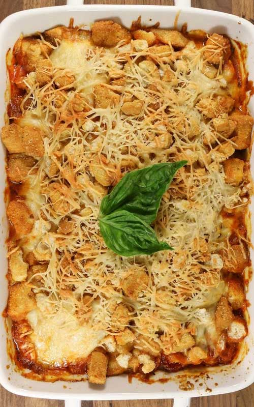 Recipe for Easy Chicken Parmesan Casserole - It is so much simpler to make this casserole instead of traditional chicken parm, but everyone will still be impressed when you pull this gorgeous casserole out of the oven.