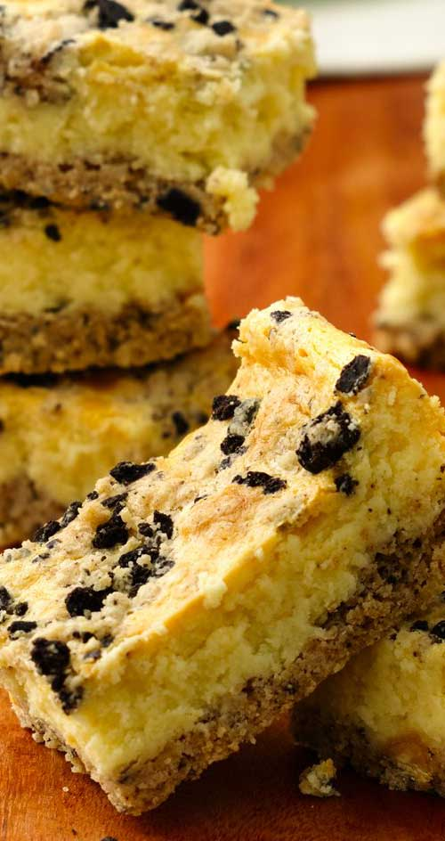 Wanting a quick and easy dessert, that they will all love? Then give this extra-easy 3-step Cookies and Creme Cheesecake Bars recipe a try! #dessert #cheesecake #dessertbars