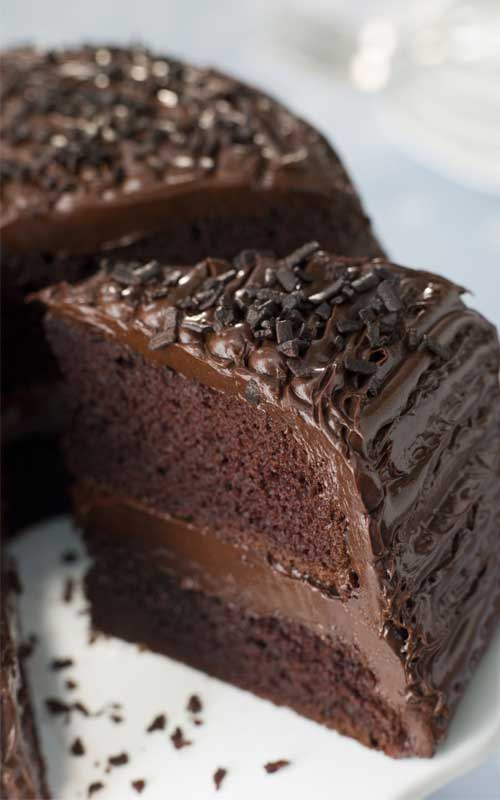 The perfect recipe for an old-fashioned chocolate buttermilk cake that is so moist that your guests will think it came from a bakery!