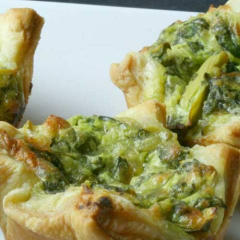 Recipe for Spinach Artichoke Puff Pastry Cups - These delicious cups make for perfect party food; whether for a brunch, a holiday or just a get together with some friends.