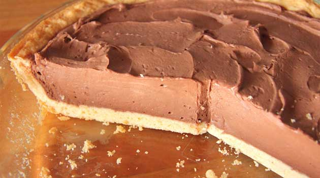 Recipe for Easy Chocolate Kahlua Cheesecake - Decadent, tempting chocolate cheesecake with the taste of coffee liqueur...and it comes together in minutes! What could be better?