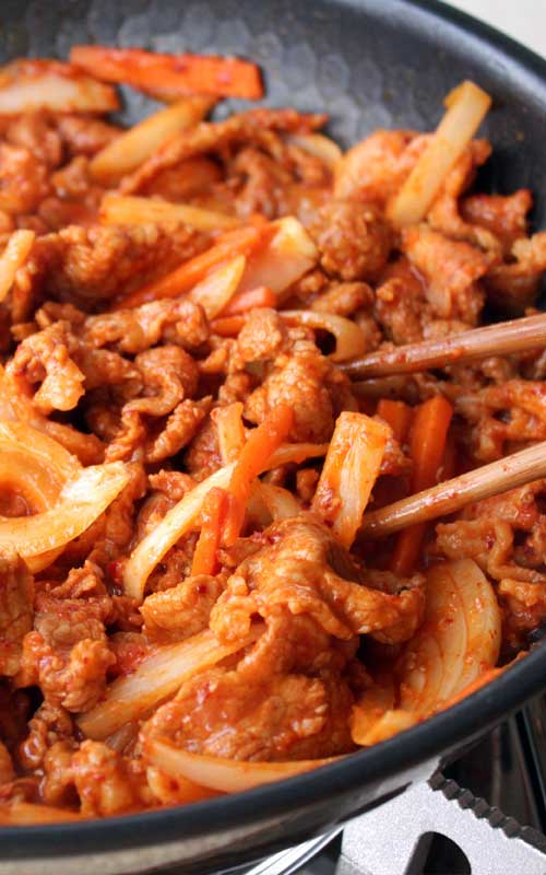 Bulgogi is one of the most well-known Korean dishes. The main ingredient is chili paste (Gochujang), so it's quite spicy, perfect with steamed rice.