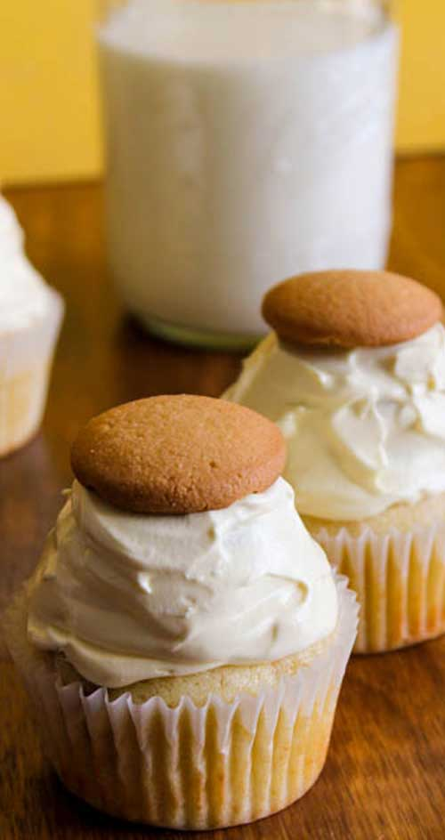 If you are a fan of Banana Pudding, you HAVE to try these Banana Pudding Cupcakes! They are to die for! #banana #cupcakes #dessert
