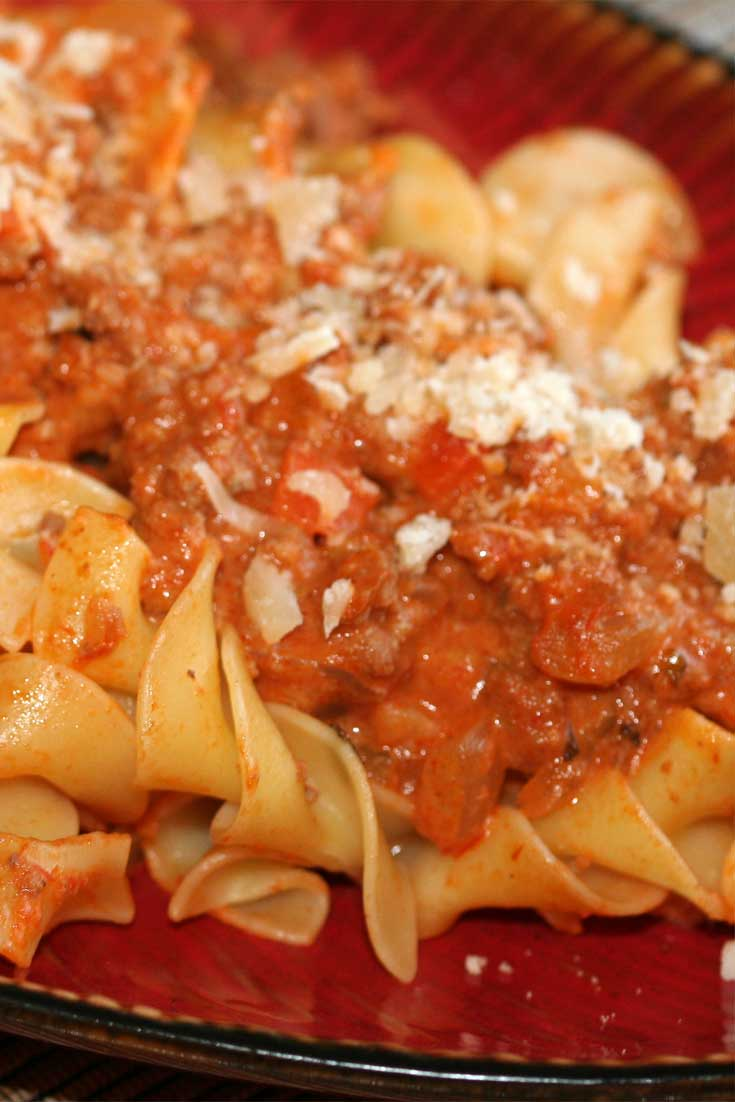 A thick, rich meat sauce with great depth of flavor. Made in under an hour, this is a Pasta Bolognese recipe that you will make over and over again! #pasta #sauce #Italian #dinnerideas