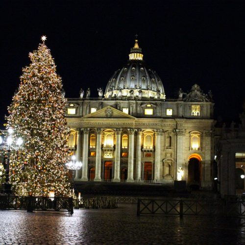 The holiday season in Rome is filled with delicious things to eat, festive decorations and a host of unique presepe (nativity scenes) to admire