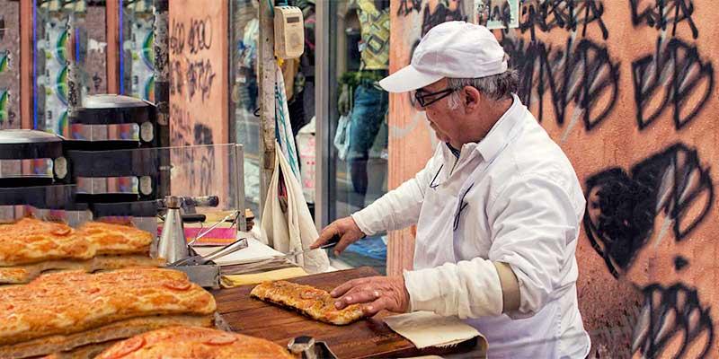 Delicious Palermo street food: sfincione!