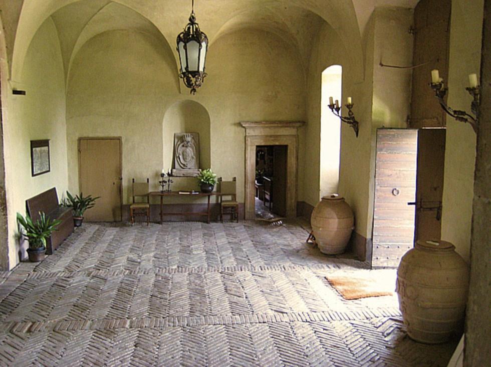 Palazzo Farrattini grand entrance-way