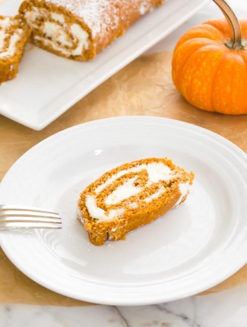 pumpkin-cake-roll5 | flavorthemoments.com
