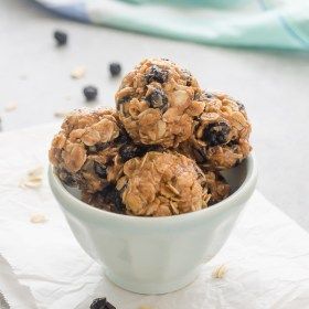 Blueberry Almond Chia Energy Bites are 6 ingredient energy bites that are gluten-free, vegan, and absolutely addicting! @FlavortheMoment